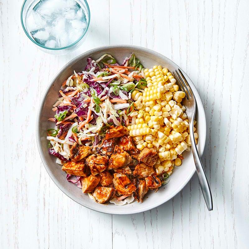 Foto av Enkel BBQ-kyckling med coleslaw och majs från WW ViktVäktarna