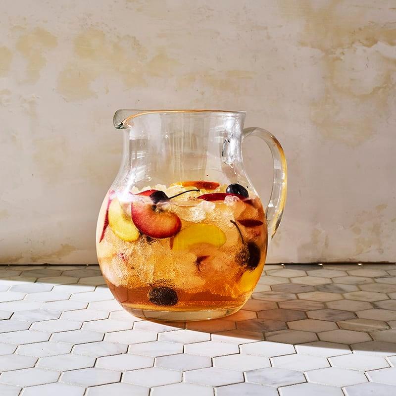 Foto av Vit sangria med persika, plommon och körsbär från WW ViktVäktarna