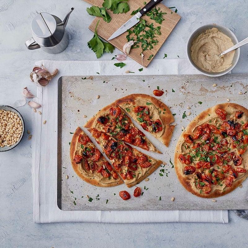 Foto av Naanbrödspizza med harissahummus och torkade tomater från WW ViktVäktarna