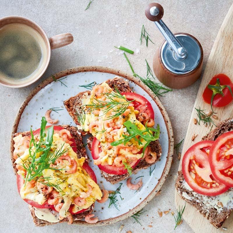 Foto av Rågbröd med äggröra och räkor från WW ViktVäktarna