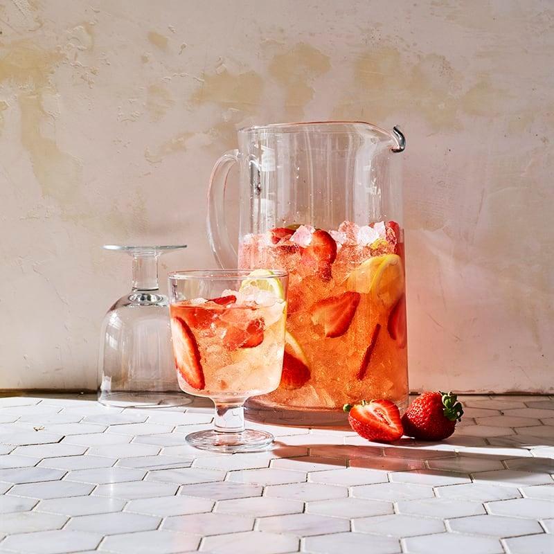 Foto av Rosésangria med jordgubbar och citron från WW ViktVäktarna