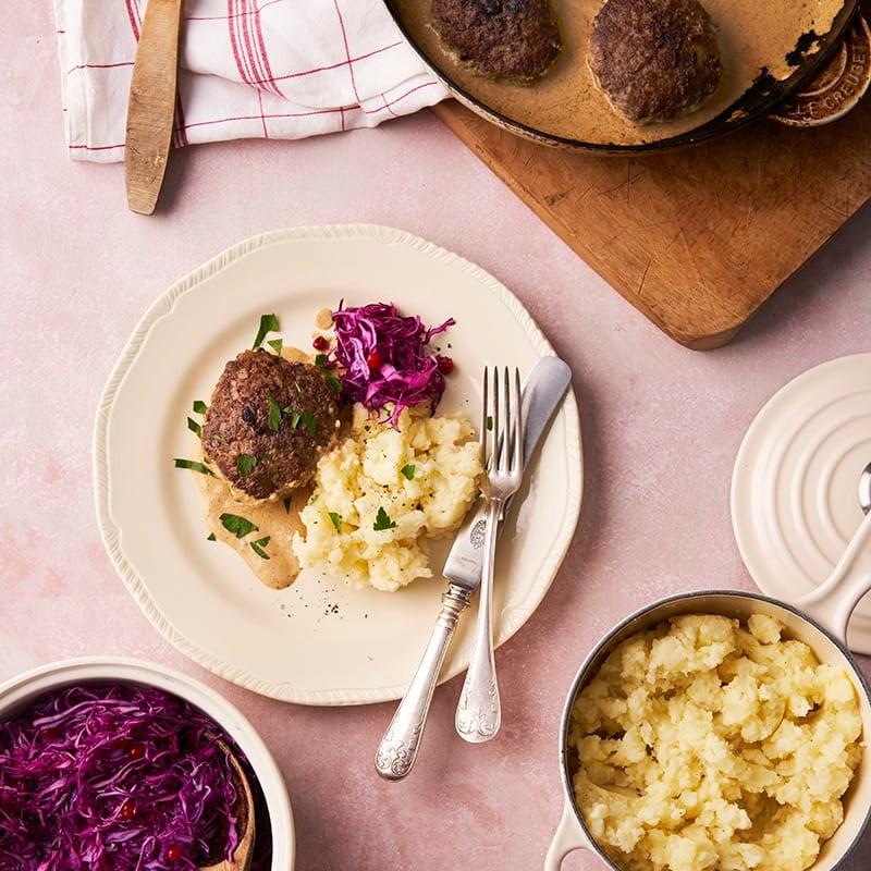 Foto av Älgfärsbiffar med potatisstomp och lingon- och kålsallad från WW ViktVäktarna