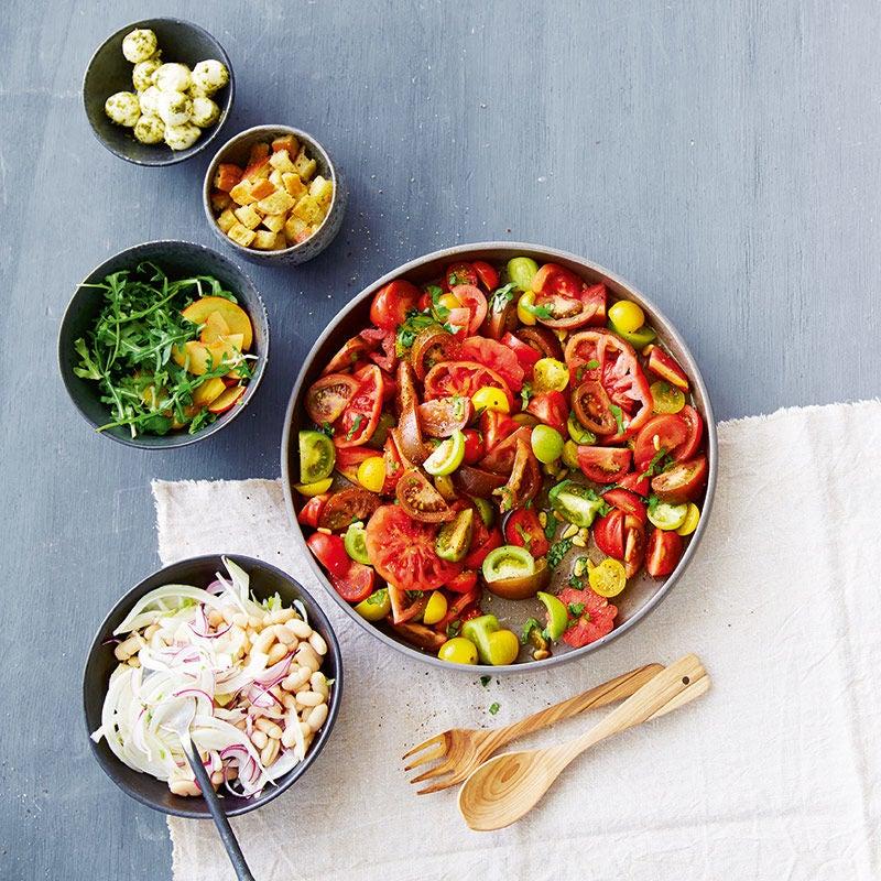 Foto av Färgglad tomatsallad med toppings från WW ViktVäktarna