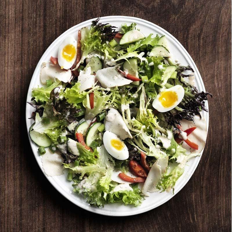 Foto av Kycklingsallad med ägg och vitlöksdressing från WW ViktVäktarna