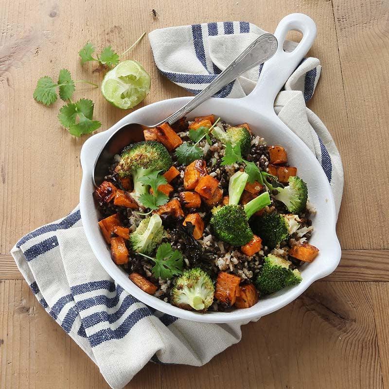 Foto av Veggie bowl med sötpotatis, blomkålsris och rostade linser från WW ViktVäktarna