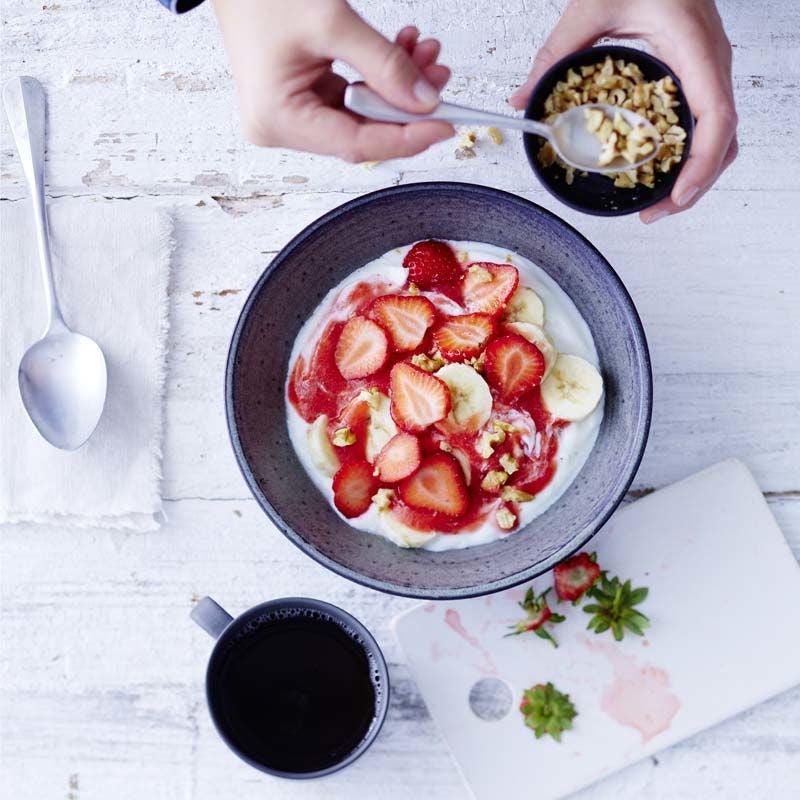 Foto av Yoghurt med banan, jordgubbar och valnötter från WW ViktVäktarna