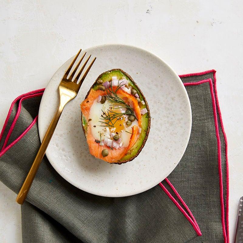 Foto av Bakade ägg i avokado med lax och kapris från WW ViktVäktarna